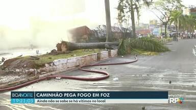 Caminhão pega fogo no centro de Foz - Acidente foi na região do Boicy.