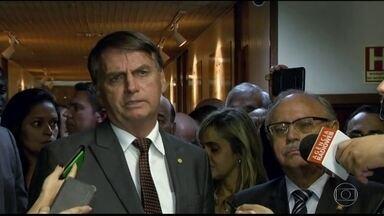 Bolsonaro anuncia que vai cortar cargos comissionados - Na equipe de transição, uma das prioridades é a pauta econômica: a reforma da Previdência e o equilíbrio das contas em 2019.