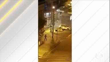 Morador do RJ filma ação de bandidos na Zona Norte da cidade - O alvo era uma agência bancária, numa das esquinas mais movimentadas da Zona Norte. A vizinhança acordou ao som de tiros e de bombas.