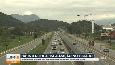 PRF intensifica fiscalização nas rodovias de SC durante o feriado - PRF intensifica fiscalização nas rodovias de SC durante o feriado