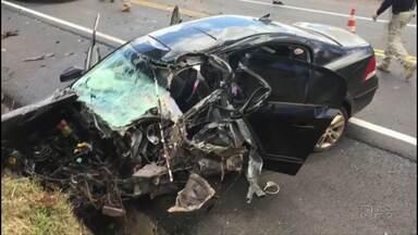 Grave acidente deixou cinco pessoas feridas em Céu Azul - Um carro e um caminhão bateram de frente.