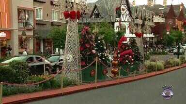 Em Gramado, Nata Luz movimenta o feriado desta quinta-feira (15) - Atração do feriado é o desfile de natal.