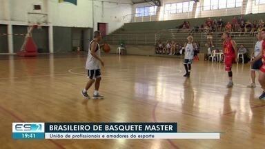 ES recebe atletas veteranos e campeões do basquete em competição nacional - Eles participam do Brasileiro de Basquete Master que também contou a presença de amadores apaixonados pelo esporte.