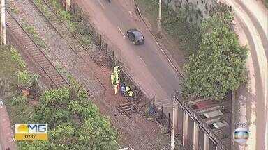 Estação do Metrô Vilarinho está fechada por causa da lama e sujeira que invadiram trilhos - Temporal atingiu Belo Horizonte na noite desta quinta-feira (15).