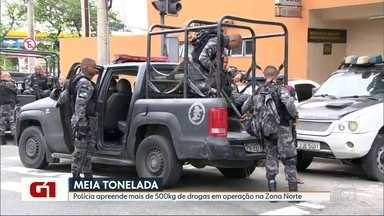 Polícia apreende mais de meia tonelada de drogas em operação na Zona Norte - Uma operação da Polícia Militar contra o tráfico de drogas em três comunidades da Zona Norte. Um suspeito foi morto em confronto. E houve uma apreensão de grande quantidade de drogas.