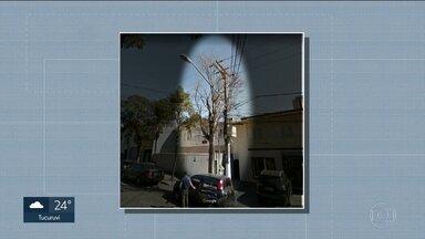 Mulher leva choque ao encostar em árvore - Galhos enroscaram em fios de alta tensão na cidade de SP