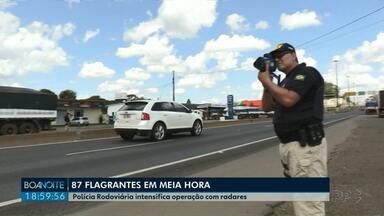 Polícia Rodoviária flagra mais de 80 veículos com excesso de velocidade em meia hora - Operação com radares foi intensificada nas rodovias da região dos Campos Gerais.
