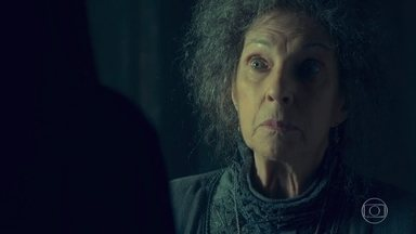 Cris é amparada pela Guardiã - Ela diz que está sofrendo pelo fim do noivado com Alain