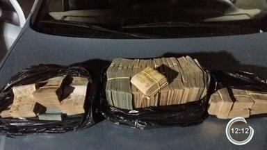 Policial civil aposentado é detido com R$ 500 mil em dinheiro na Fernão Dias em Vargem - Polícia Rodoviária Federal (PRF) disse que homem foi abordado em uma fiscalização na rodovia e, ao ser questionado, não soube esclarecer a origem do dinheiro.