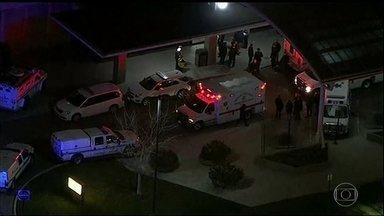 Atirador mata 3 pessoas em hospital de Chicago - O homem também morreu, mas a polícia não sabe se ele se matou ou foi morto na troca de tiros. Uma das vítimas é a ex-noiva dele.