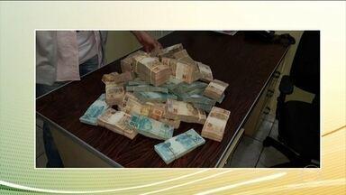 PRF apreende meio milhão de reais em blitz na Rodovia Fernão Dias - O dinheiro estava com um policial civil aposentado.