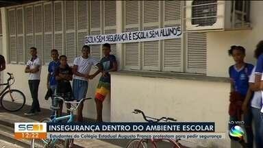 Estudantes do Colégio Estadual Augusto Franco protestam pra pedir segurança - Estudantes do Colégio Estadual Augusto Franco protestam pra pedir segurança.