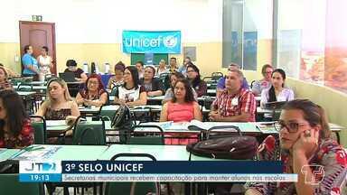 Secretarias municipais participam do 3º ciclo de capacitação do selo Unicef em Santarém - Evento objetiva capacitar secretarias sobre a plataforma digital para manter os alunos na escola.