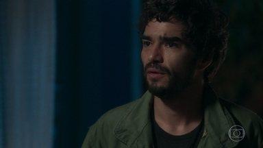 Sóstenes sugere que Geandro conte a história de Valentina para Gabriel - Geandro fala com Gabriel sobre Egídio, Leon e Valentina