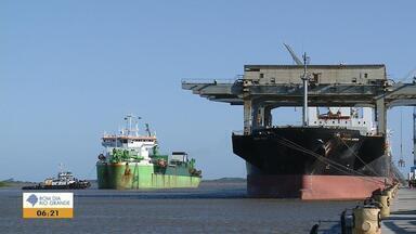 Obras de dragagem do Porto de Rio Grande causam polêmica com ambientalistas - Durante 10 meses será feita a limpeza do fundo do mar.
