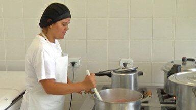 Creches de Biritiba Mirim voltam a ter carne e frango na merenda - Prefeitura havia retirado alimentos do cardápio.
