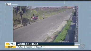 Vídeo registra assaltantes empurrando motociclista para levar moto de vítima - Crime aconteceu em Castanhal