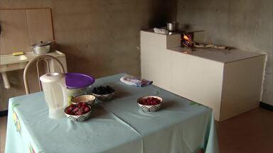 Veja como fazer uma geleia com frutas vermelhas - Anote os ingredientes.
