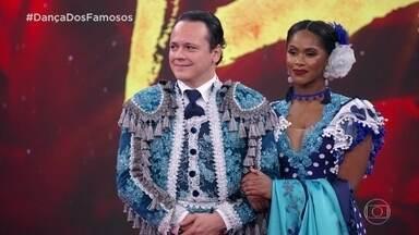 Jurados avaliam apresentação de Danton Mello no pasodoble - Vivi Araújo elogia o casal e dá nota 10 para a dupla