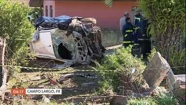 Acidente na PR-510 em Curitiba deixa dois mortos e seis feridos - Duas pessoas morreram e seis ficaram feridas num acidente na PR-510, em campo largo, na região metropolitana de Curitiba. O motorista perdeu o controle da direção e invadiu o quintal de uma casa.
