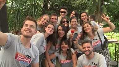 Participantes chegam ao Rio de Janeiro e são recebidos por Felipe Suhre - Eles conhecem o bairro de Santa Teresa e participam de um quiz