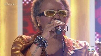 Sandra de Sá canta 'Olhos Coloridos' - Cantora encerra o Encontro com música boa