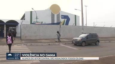 Alunos de escolas do Gama são assaltados todos os dias - Pais e alunos que estudam no Setor Central estão assaltados. Tem estudante que já foi assaltado três vezes.