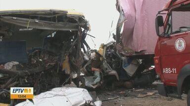 Motorista de Conchal está entre as 5 vítimas de acidente na Bahia - Carreta bateu de frente com ônibus que levava estudantes para um concurso de Fanfarra, 27 pessoas ficaram feridas.