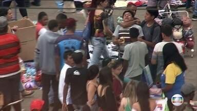Assaltantes aproveitam movimento de fim de ano para atacar consumidores no Brás, São Paulo - Em média, 300 mil pessoas passam pelo bairro do Brás todos os dias. Quadrilhas usam de violência para assaltar pedestres.