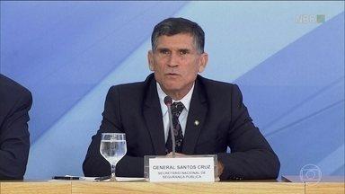 Bolsonaro indica General Carlos Alberto dos Santos Cruz para Secretaria de Governo - General é o quarto nome das Forças Armadas com cargo de ministro no futuro governo.