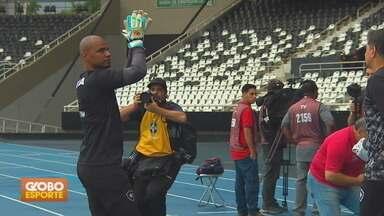 Brasileirão: Jefferson se emociona em despedida - Goleiro do Botafogo encerra carreira com vitória sobre o Paraná. São Paulo e Sport empatam no Morumbi.
