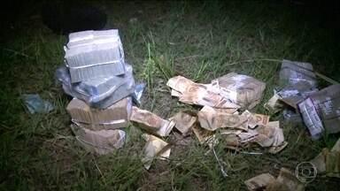Ordem para assalto a banco no interior do MA pode ter vindo do exterior - Investigadores acreditam que um bandido que vive no Uruguai e é procurado pela Interpol pode ter comandado o assalto do último domingo, em Bacabal (MA). A quadrilha teria quase 80 integrantes.