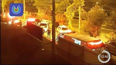 Homem é baleado em assalto a bar no Água Quente em Taubaté - Caso foi registrado na noite de terça-feira (27).