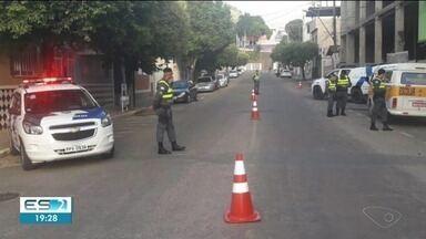Polícia flagra veículos sem condições de realizar transporte escolar em Alegre, ES - Eles foram fiscalizados.