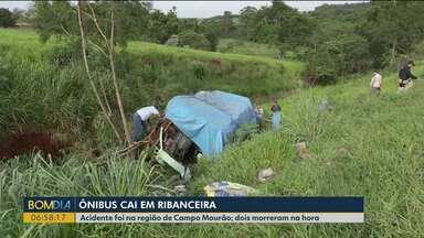 Vítimas estão em estado grave após acidente em Campo Mourão - Ônibus caiu em ribanceira; dois morreram no local.