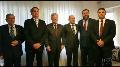 Bolsonaro recebe visita do Assessor de Segurança Nacional dos EUA - John Bolton foi recebido por Jair Bolsonaro, pela manhã, no Rio. Entre as discussões, a transferência da Embaixada Brasileira de Tel Aviv para Jerusalém, o regime cubano e a situação da Venezuela, e o comércio entre Brasil e EUA.