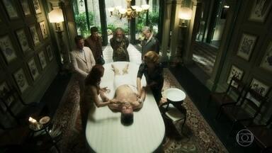 Guardiões preparam Egídio para o funeral - Eles sentem falta de León e decidem trancar a porta da fonte mística