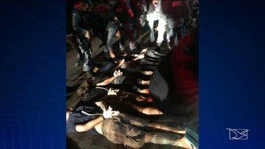 Polícia prende bandidos envolvidos em assalto a banco em Bacabal - Polícia apreendeu em Santa Luzia do Paruá uma carreta com armas e munições e onze pessoas foram presas.