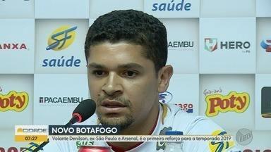 Botafogo-SP apresenta reforços para a temporada 2019 - Volante Denilson, ex-São Paulo e ex-Arsenal, foi o primeiro apresentado nesta segunda-feira (3).