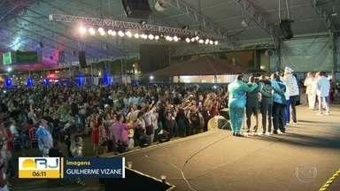 Festa marca lançamento de CD das escolas de samba do Rio - O evento foi na cidade do samba e é considerado a abertura da competição entre as agremiações.