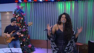 Anaadi canta 'Maria, Maria' no Jornal do Almoço - Veja a apresentação.
