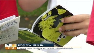Projeto de alunos de Resende espalha livros aos moradores da cidade - Em estúdio, especialista fala sobre a importância do estímulo à leitura.