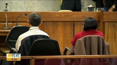 Julgamento de acusados de morte de jovem durante aborto clandestino acaba em condenação - A mãe da jovem e o dono da farmácia que teria feito o procedimento foram condenados.