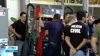 Quatro fiscais do Inmetro são condenados por receber propina em Goiás - Segundo a decisão, eles faziam 'vista grossa' para postos que adulteravam combustíveis.