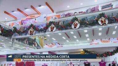 Pagar contas e quitar dívidas são prioridades dos consumidores em Uberlândia, aponta CDL - Pesquisa mostra que 88% dos entrevistados alegaram que o presente de Natal ficará em terceiro plano este ano.