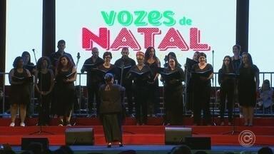 Vozes de Natal emociona público em Votorantim - O Vozes de Natal emocionou o público em Votorantim (SP), na noite desta sexta-feira (7). Cinco corais se apresentaram no projeto.
