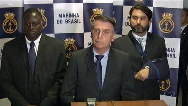 Jair Bolsonaro dá explicações sobre relatório do Coaf - Jair Bolsonaro participou de uma cerimônia na Escola Naval, neste sábado (8), no Rio. Ele deu explicações sobre o relatório do Coaf envolvendo o ex-assessor de seu filho Flávio Bolsonaro.