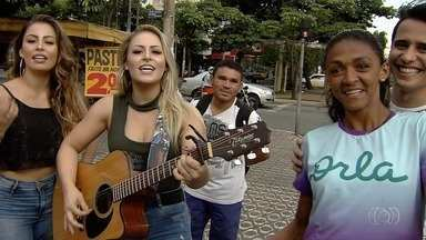 """Dupla Héster e Helena e cantor Waldemar encaram desafio do """"futmesa"""" em Goiânia - Artistas e repórter Adriano Reges jogam contra Josy Souza, craque do futmesa."""