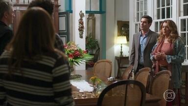 Marcelo está inconformado em saber que Isabel e Alain estão na gruta - Grace diz entender o motivo da preocupação de Marcelo
