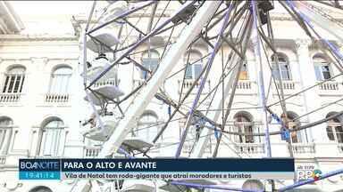 Roda gigante se torna principal atração de Vila de Natal na Praça Santos Andrade - Milhares de pessoas já aproveitaram brinquedo, que fica por lá até o dia 23 de dezembro.